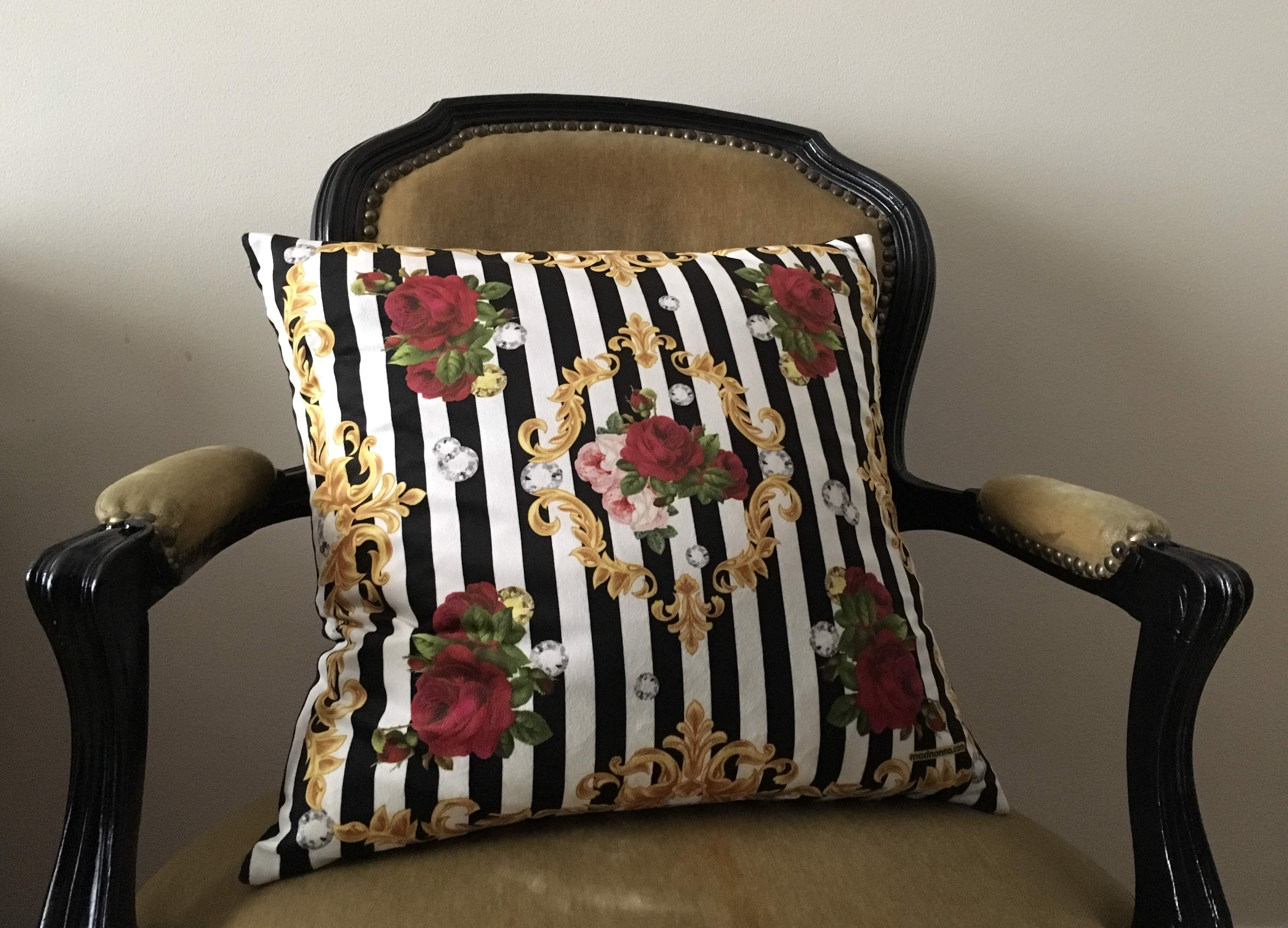 Miss Diamond Love Velvet Cushion