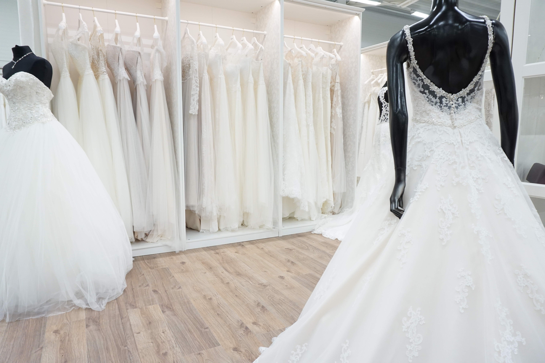 384bcfed1c46 En av nordens största bröllopsbutiker!